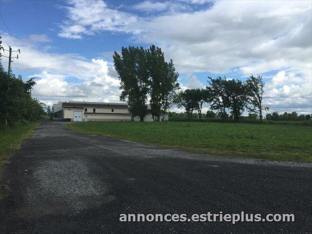 St-Basile le Grand en Montérégie, Bâtisse Comm. - 1 450 000.00 $ - EstriePlus.com